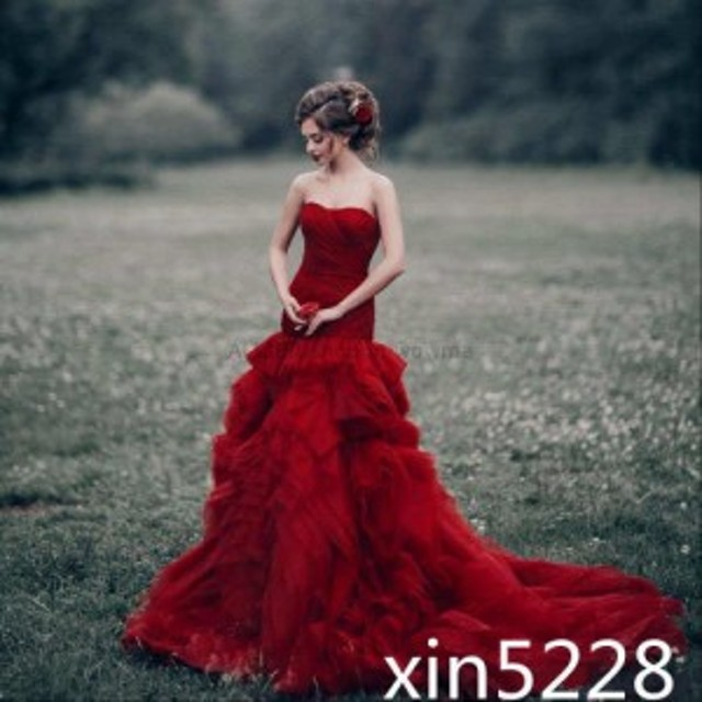 サイズオーダー可 ウェディングドレス 優雅な赤いマーメイド ストラップレスノースリーブスイープトレーン ウェディングドレス