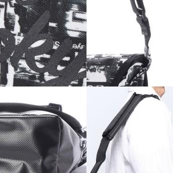 その他バッグ - Style Block MEN メッセンジャーバッグ ショルダーバッグ フォトプリント コラージュ 総柄 鞄 かばん バッグ 小物 メンズ ホワイト ダークグレー夏先行