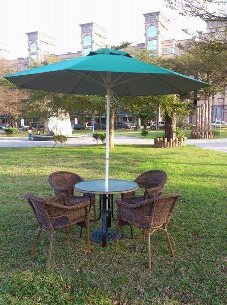 戶外家具 兄弟牌90cm鋁合金編藤桌+夏綠蒂鋁編藤椅+9尺玻纖防水太陽傘+12kg傘座-BROTHER戶外休閒傢俱
