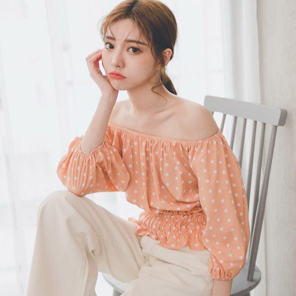 MUMU【T17090】小圓點一字領收腰上衣。橘/白