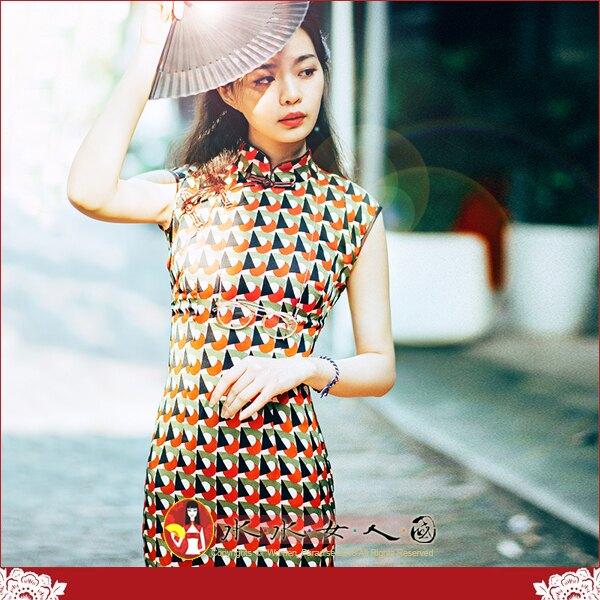 【水水女人國】~優雅浪漫中國風~似水流年。復古原創幾何圖案印花時尚改良式修身顯瘦無袖長旗袍洋裝