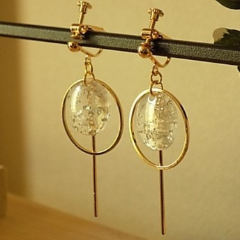 銀箔入りクリアチャームのイヤリング