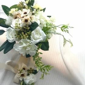 バラと小花のナチュラルなクラッチブーケ ブートニア付き