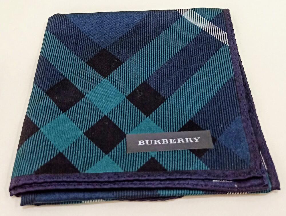 僅一件,BURBERRY是英國奢華品牌,時尚潮流的代表之一,格紋是其中的代表特色。 材質:100%棉 顏色:綠色格紋 產地:日本