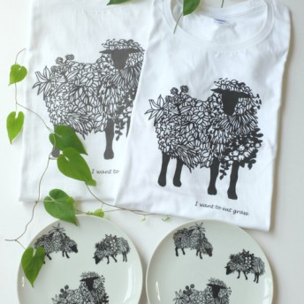 ヒツジイラスト Tシャツお皿ペア限定2セット [レディースМ・メンズMサイズ] 夏の白いTシャツ 夏の白いお皿