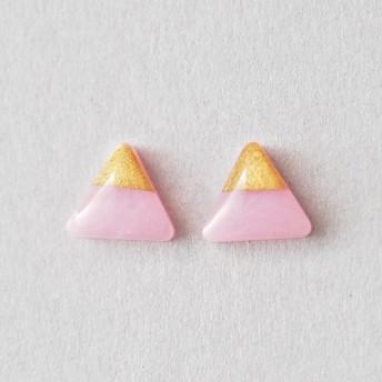 シンプルな一粒の三角ピアス minimalist pink and gold