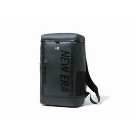 【ニューエラ公式】 ボックスパック 26L プリントロゴ ブラックターポリン × ブラック メンズ レディース ワンサイズ バックパック 12108789 NEW ERA リュック