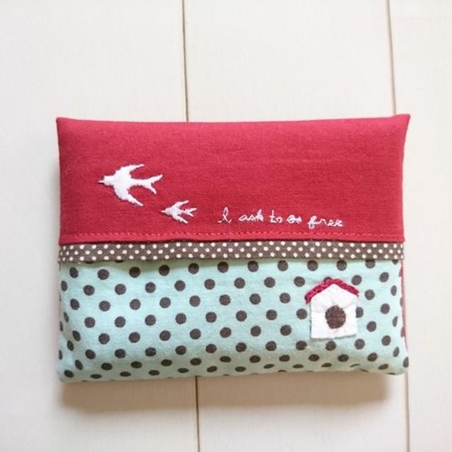 巣箱刺繍のポケットティッシュケース