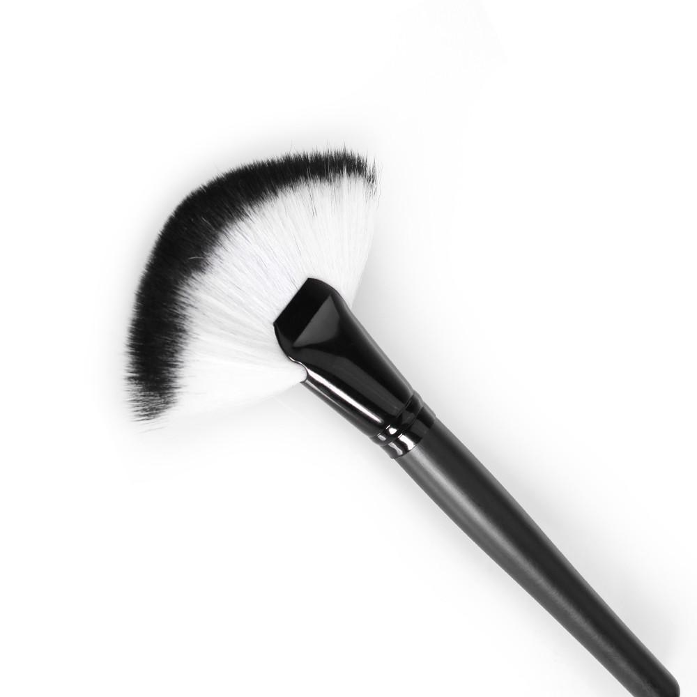 O.TWO.O 化妝刷 扇形多功能粉底腮紅蜜粉美妝工具