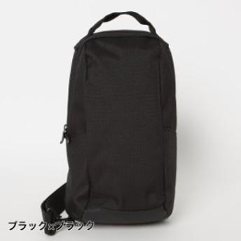 ボディバッグ 4L : ブラック×ブラック
