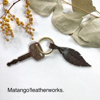 ◆鳥のキーリング◆男女兼用 茶色 ブライドルレザー キーホルダー お揃い プレゼント 贈り物 お祝い 鍵 フェザー