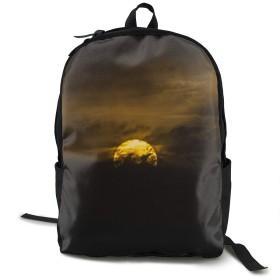 黒い雲が立ち込めている 夕日 バックパック トラベルバッグ リュック Backpack 耐久性 多機能 収納力抜群 通勤 通学 登山 旅行 防災 災害 アウトドア シンプル オシャレ ビジネス ユニセックス ブラック 男女兼用