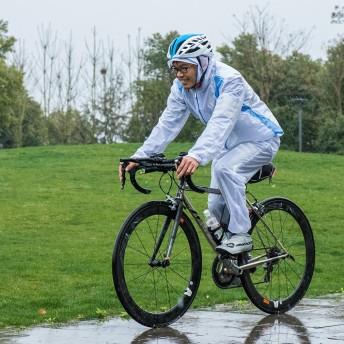 ROCKBROS(ロックブロス)サイクリング レインコート上下セット 防雨防風ジャージー&ズボン コーキングラミネート防水 通気 収納袋付き(ホワイト、XL)