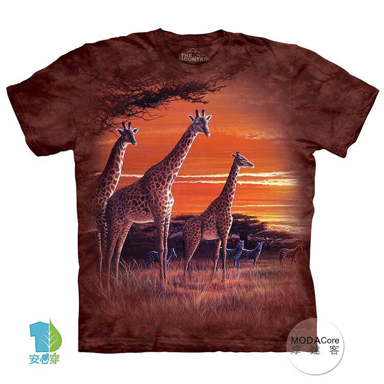 【摩達客】(預購)美國進口The Mountain 夕陽長頸鹿 純棉環保藝術中性短袖T恤