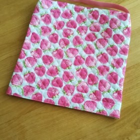 いちごがたくさん · 座布団タイプの防災頭巾カバー