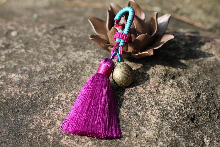 (創意小物)手工編織冰絲流蘇虎頭銅鈴吊飾預購七天