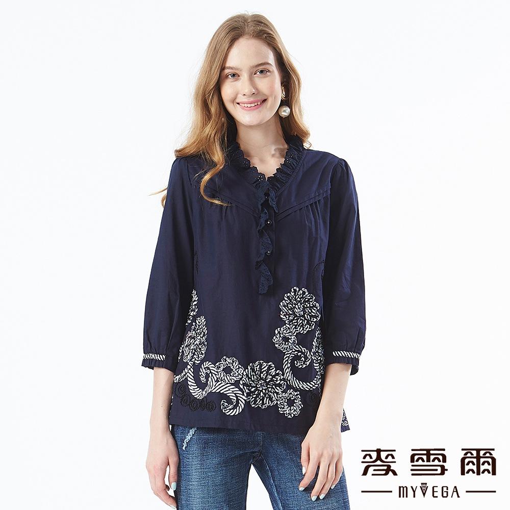【麥雪爾】純棉鏤空荷葉領拼接花卉上衣-深藍