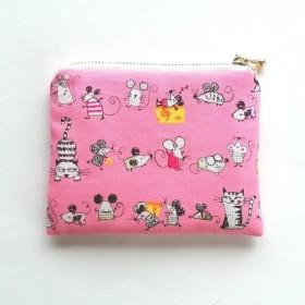 猫とネズミとチーズ 送料無料 / 小さいフラットポーチ / ピンク