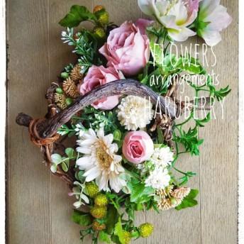 バラと八重咲きクリスマスローズのアレンジメント 一点もの
