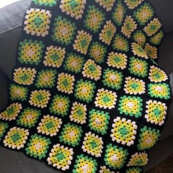 贈り物にも*ビタミンカラーの手編みブランケット