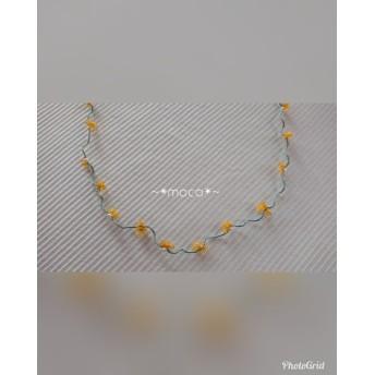【送料無料】*金属不使用*小パールとタティングレースの小さなお花のネックレス*黄色&緑*