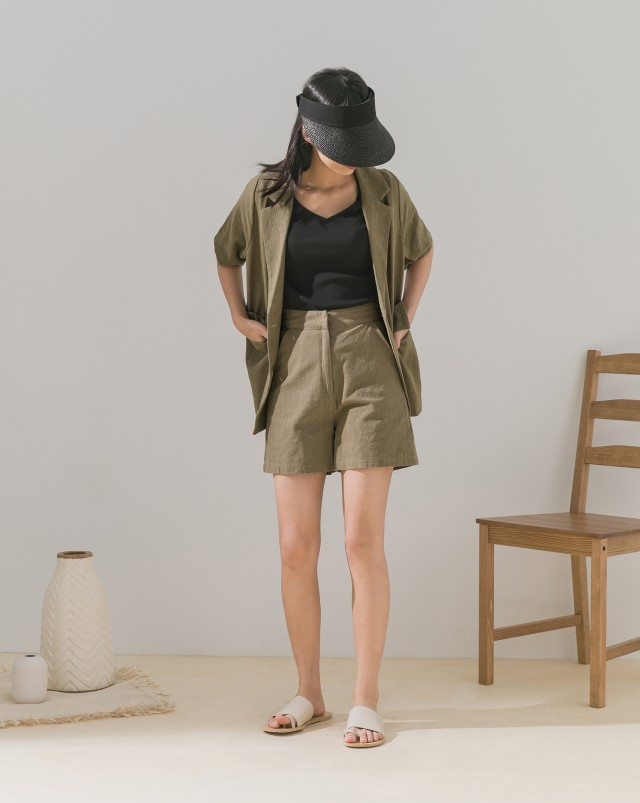 鉤釦設計/無內裡白色建議穿著膚色內褲/後裝飾假口袋