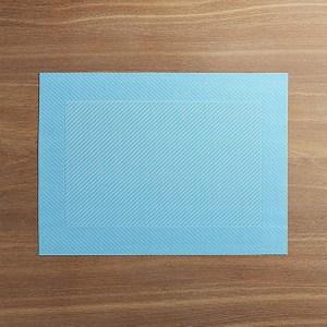 PVC 以溫水、肥皂洗淨後,風乾或以毛巾擦乾 平放收藏