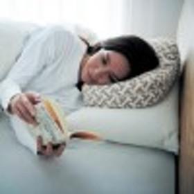 【日本製】寝ながら本を読みたい人のための枕/HONTO