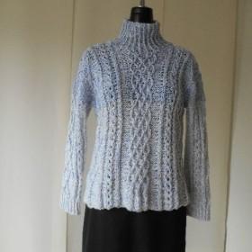 パープル系の模様編みセーター