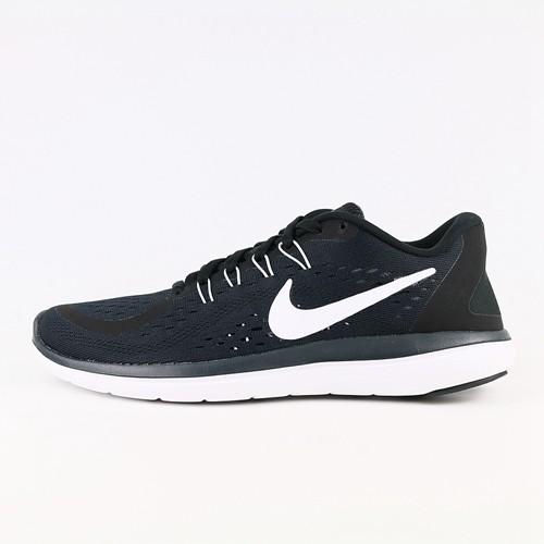 Nike Flex RN 女款跑鞋採用機能網布鞋面與輕量彈性外底,讓雙足第一步到最後一步皆倍感輕盈。特殊網眼設計鞋面,展現適切到位的透氣性Flywire 技術確保中足穩固定位雙倍密度泡棉中底/外底,形