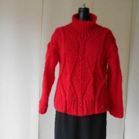 レッド色モヘアの模様編みセーター