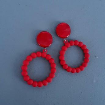 ヴィンテージボタンの赤いピアス1