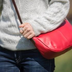 柔らかな本革 ショルダーバッグ ポニースムース 軽量 レッド 赤【送料無料