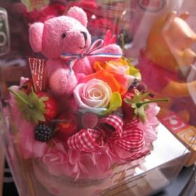 結婚祝い 花 ピンクのくまちゃん入り レインボーローズ プリザーブドフラワー入り ケーキ風 フラワーギフト ケース付き