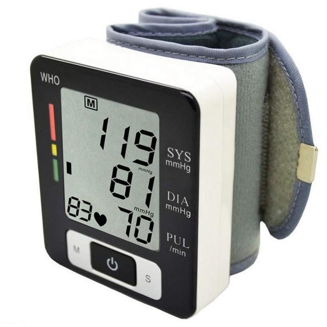血圧計 心拍数測定器 手首式 家庭用 使いやすい 贈り物 プレゼント ギフト最適 電池式