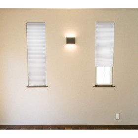 小窓用断熱スクリーン nht-3590-wh(DA) 【つっぱり棒付き】 ホワイト 幅35×高さ90cm 日本製 間仕切り スリット窓 ハニカムスクリーン シェード 日除け