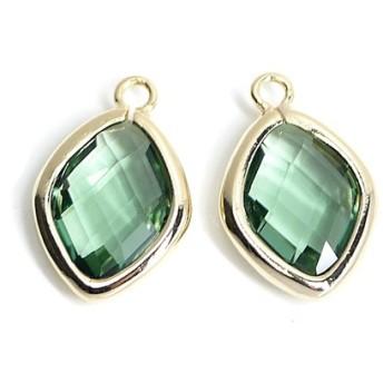 新作【2個入り】Green Opalカラーガラス16mmダイヤモンド形ゴールドチャーム