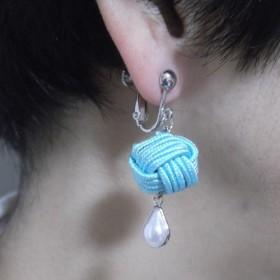 組紐ピアス『そよ風』耳もとで揺らぐ絹糸とパールの美しさ。※ピアスに変更可