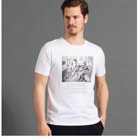 【NICOLE:トップス】ボタニカルグラフィックTシャツ