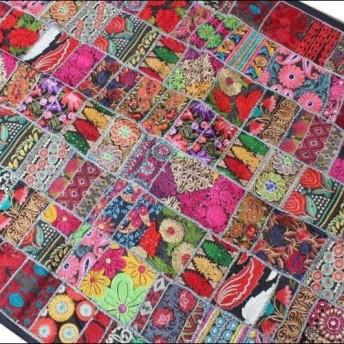 インド刺繍リボン 布 パッチワーク敷物 ラグ ヴィンテージ エスニック 壁飾り 刺し子ハンドメイド ラリーキルト 黒 赤