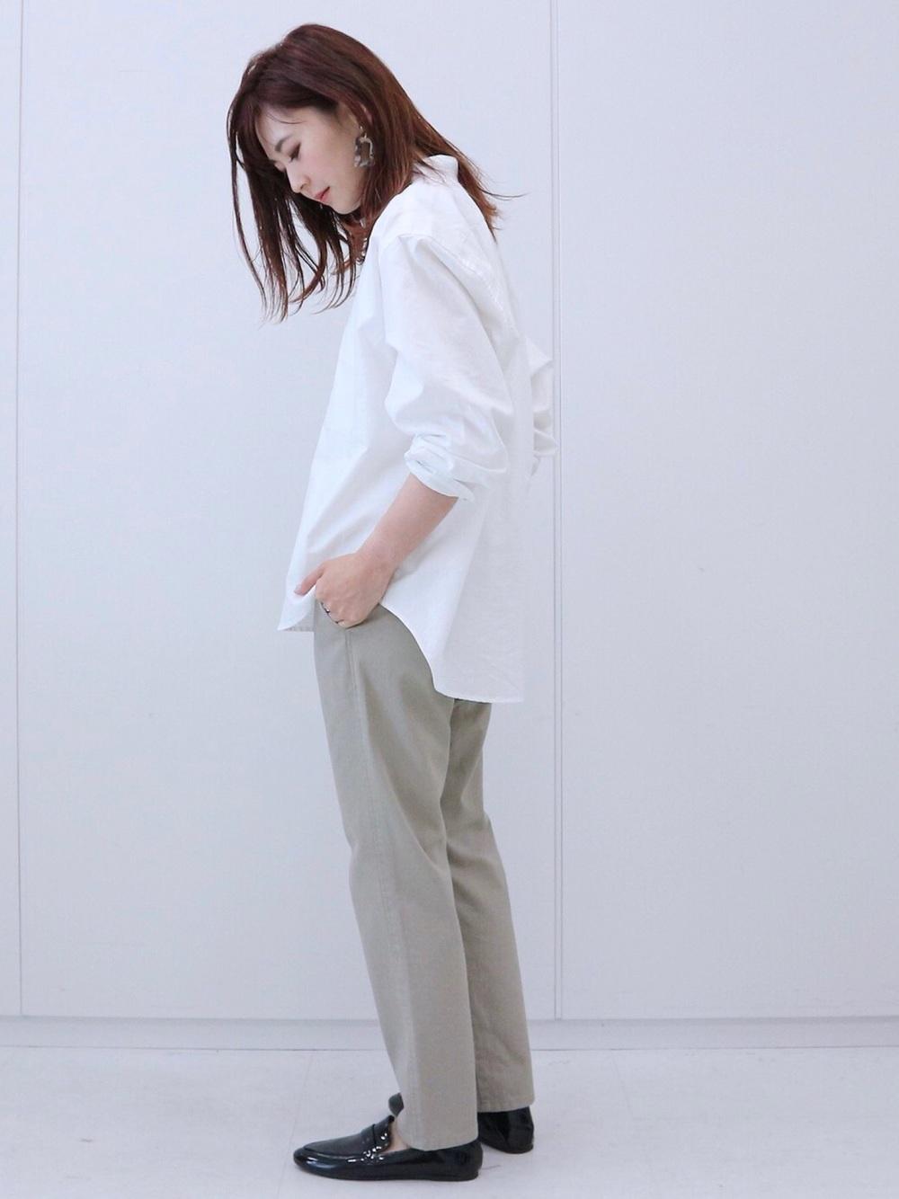 オーバーサイズシャツのローファーコーデ