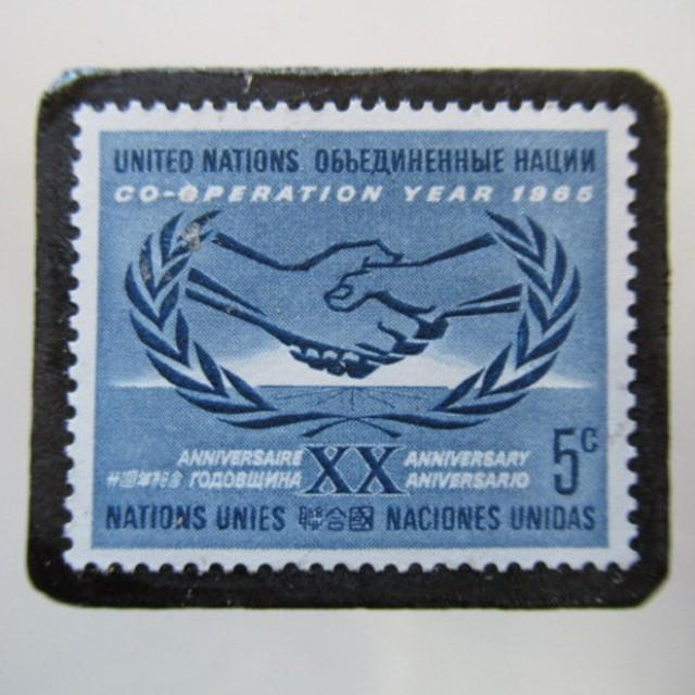 アメリカ 国連1965年切手ブローチ5420