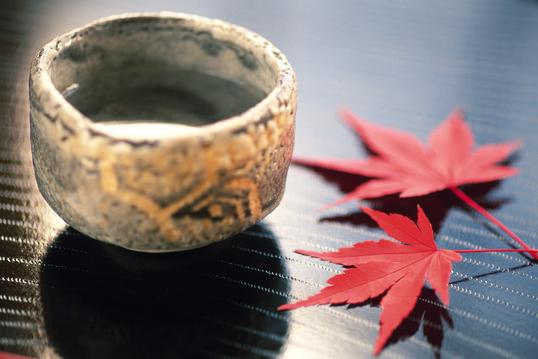 紅葉と温かいお茶