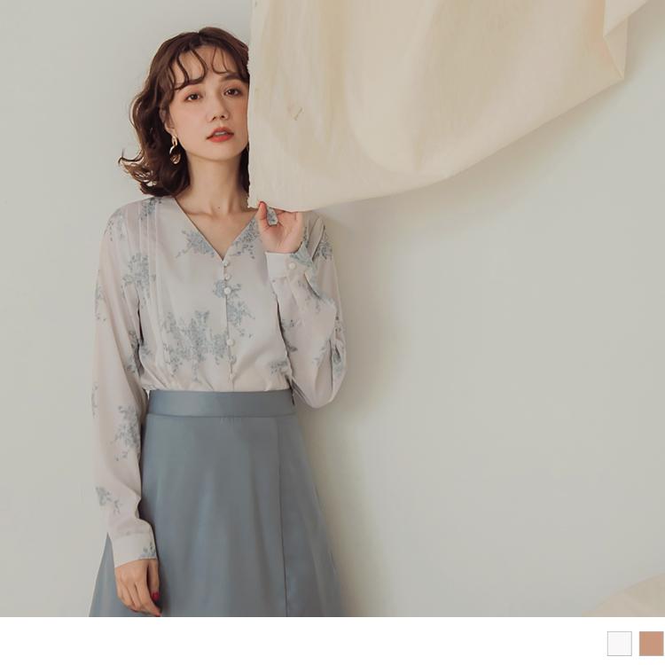 滿版手繪印花V領排釦不易皺細摺長袖上衣