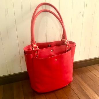 4面ポケットの赤の牛革トートバッグ