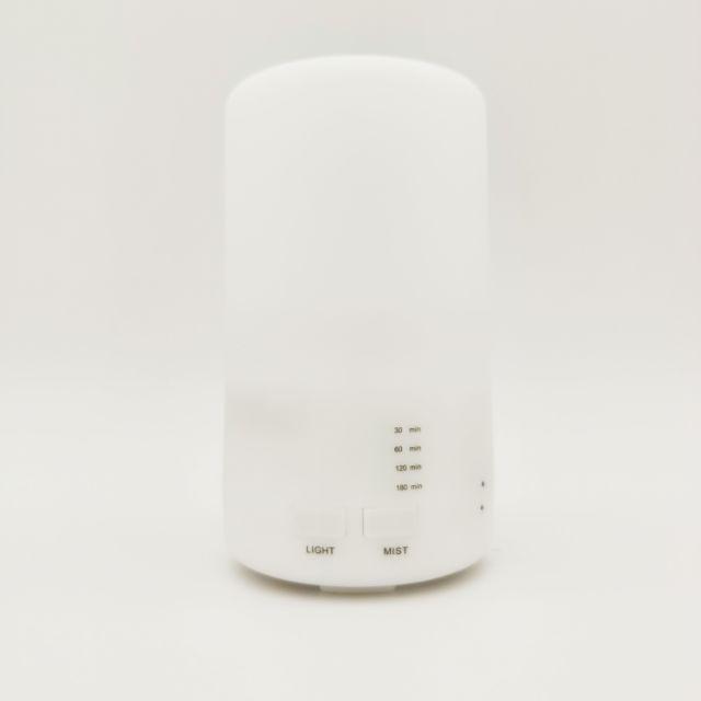 產品名稱: 香薰加濕器額定電壓/電流: 5V / 800mA 也可使用手機充電器供電產品尺寸: 72x72 x 130mm水箱容量: 70ml缺水斷電功能:有最長工作時間: 3小時左右顏色: 白加濕量