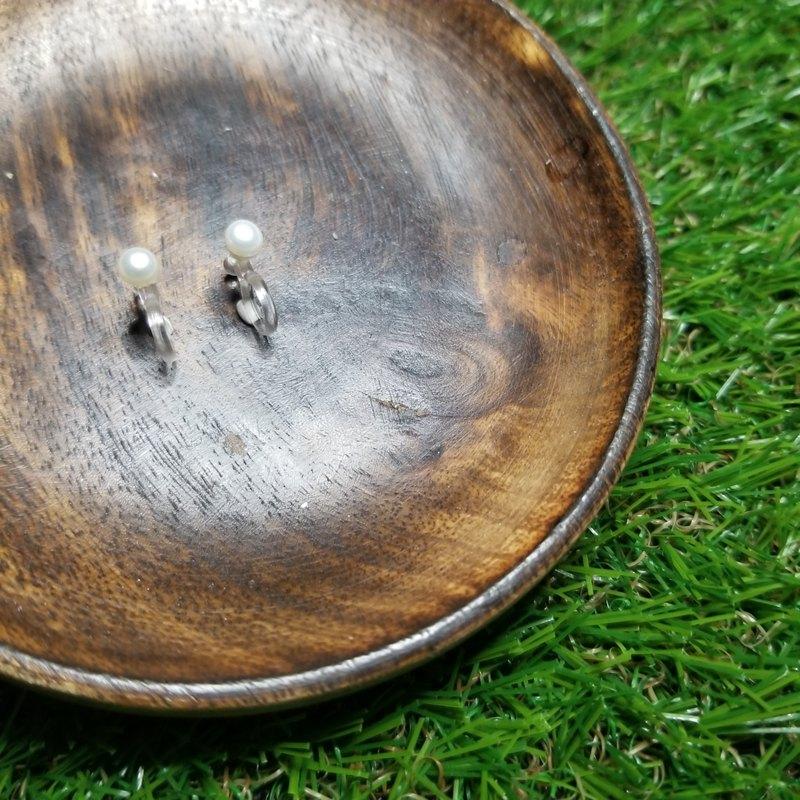 一顆‧珍珠(耳夾): 傳統淡水珍珠日系U形夾式耳環(白色/4-4.5mm)