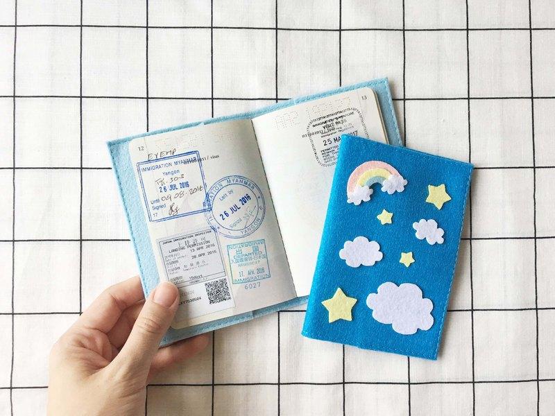 藍藍的天空,雲彩,彩虹和明星護照封面。