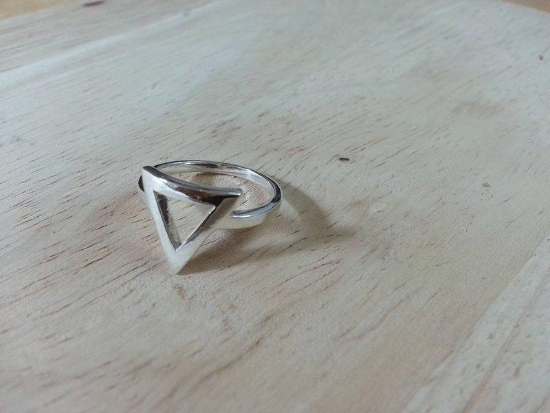 銀戒指三角體