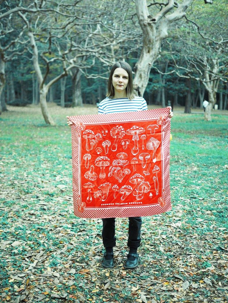 波點蘑菇bandana大絲巾(藍/紅)